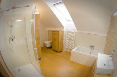 Obklady a dlažby v dvoch kúpeľniach, záchode, technickej miestnosti, chodbe a kuchyni v rodinnom dome, Spišská Nová Ves