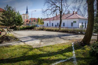 Kompletná rekonštrukcia parkoviska, chodníkov zo zámkovej dlažby a cokla,  Spišská Nová Ves