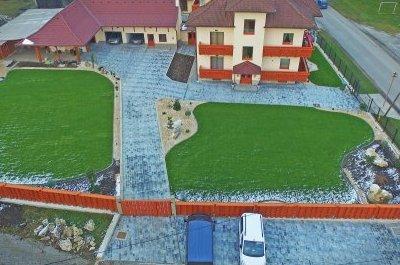 Realizácia príjazdových ciest a parkoviska zo zámkovej dlažby, Žehra.